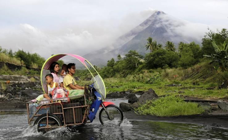 Alerta por erupción del volcán Mayon