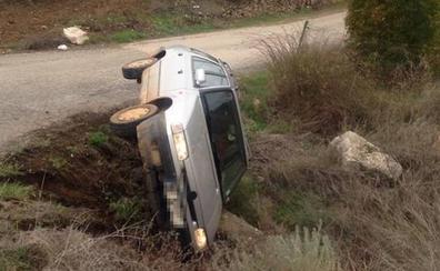 Un vehículo vuelca tras colisionar con otro cerca de Almendral