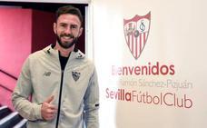 El Sevilla incorpora como cedidos a Miguel Layún, Roque Mesa y Sandro Ramírez