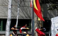 La bandera española ya ondea en la Villa Olímpica