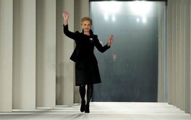 La diseñadora Carolina Herrera suelta las riendas de su marca