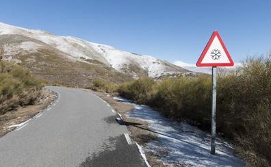 Dos carreteras cacereñas cortadas al tráfico por nieve