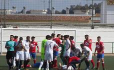 Un futbolista del Llerenense presenta fisura craneal tras un golpe durante el partido
