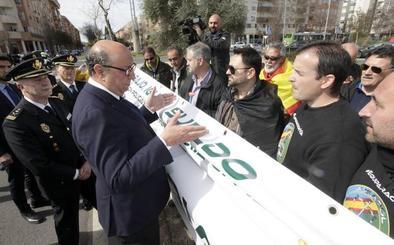 López Iglesias garantiza la equiparación salarial ante una protesta de policías