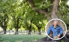 El 'cazador de árboles' visita los olmos centenarios de Cabeza del Buey