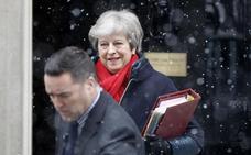 May rechaza la sorpresa irlandesa en el borrador del 'Brexit'