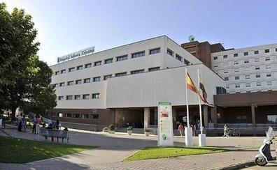 Realizada con éxito en el Infanta Cristina una operación para sustituir los huesos del tórax por implantes de titanio