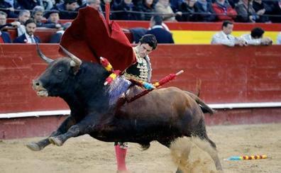 El extremeño José Garrido remonta con fibra una tarde perdida en el tedio