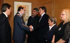 Las familias de las víctimas expresan su decepción con el PSOE