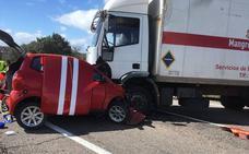 El herido tras chocar contra un camión en La Roca de la Sierra sigue muy grave en la UCI