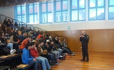 La Policía imparte charlas a alumnos lusos ante viajes de fin de curso a España