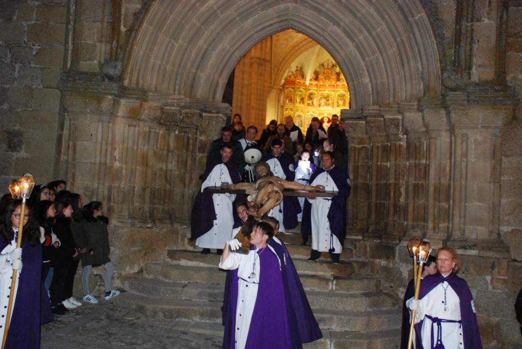 El Viacrucis de Trujillo reúne a numerosos devotos