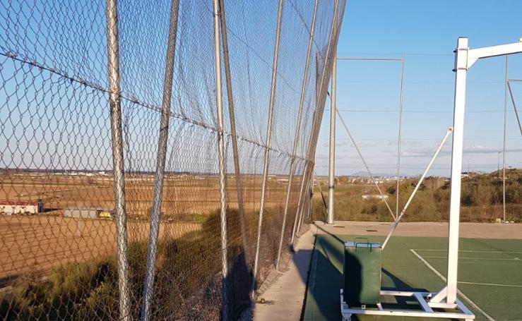 Estado de la pista deportiva del Cerro Gordo en Badajoz
