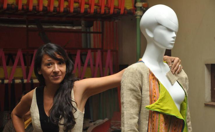 La extremeña Beatriz García Peña diseña moda en Vietnam