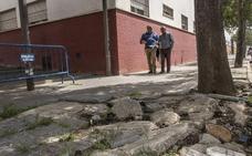 Suerte de Saavedra denuncia ante el Defensor del Pueblo el mal estado de sus aceras