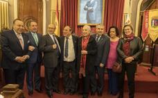 Badajoz inscribe a Juan Valdés en su libro de oro