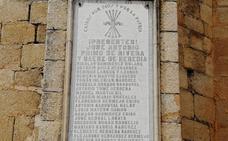 Piden la retirada de una placa franquista de la iglesia de Cañaveral