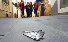 La señalización del 'Camino de la Virgen' sufre sus primeros desperfectos