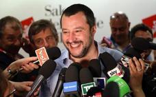 Salvini da luz verde a negociar un gobierno con el M5S sin Berlusconi