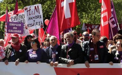 Decenas de miles de personas salen a la calle en Madrid para pedir igualdad y salarios dignos