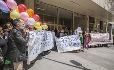 La demanda por más plazas en el Hernández Pacheco toma la calle en Cáceres