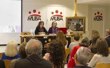 La pintora María Teresa Romero dona al MUBA 'Cardando lana'