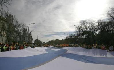 Colectivos de víctimas piden lucir el lazo azul como «símbolo de la derrota» de ETA