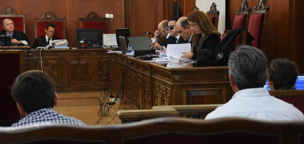 Juzgados dos hermanos tras denunciar su padre que se apropiaron de dinero