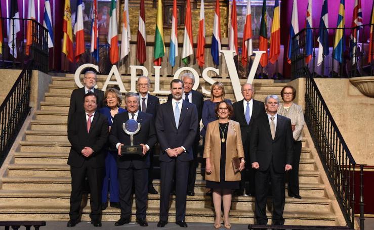 El rey entrega el premio Carlos V a Antonio Tajani