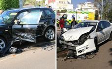 Dos heridos leves y cinco coches afectados en una colisión en Badajoz