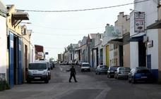 Herido grave un trabajador tras precipitarse de una altura de tres metros en Cáceres