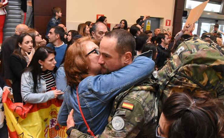 La llegada de las tropas al aeropuerto de Badajoz, en imágenes