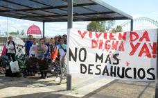 Protestan contra los desahucios ante Vara