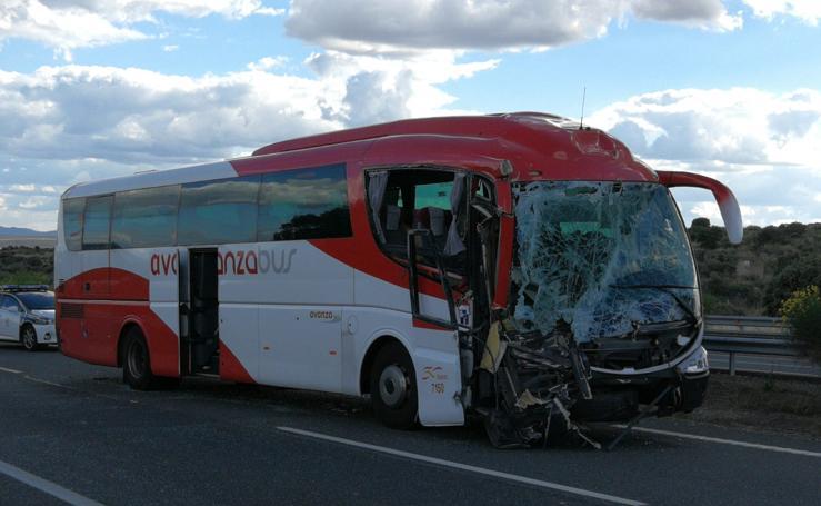 Colisión entre un autobús y un camión cerca de Trujillo