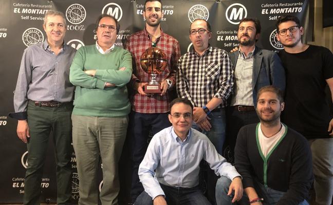 Parejo recibe el Trofeo Corazón Verdinegro