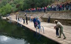 Organizan un concurso de pesca para niños en Losar de la Vera