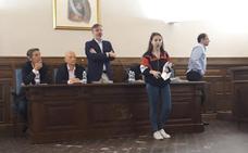 Pizarro detiene el Pleno de Plasencia para escuchar las quejas de los estudiantes sobre la repetición de la EBAU