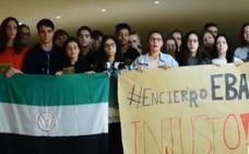 20 alumnos pasan la noche encerrados en la biblioteca de la UEx en Badajoz