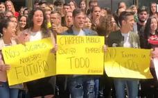 Estudiantes afectados por la filtración de la selectividad exigen dimisiones