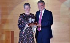 La periodista Tereixa Constela gana el Premio Francisco Valdés de Don Benito