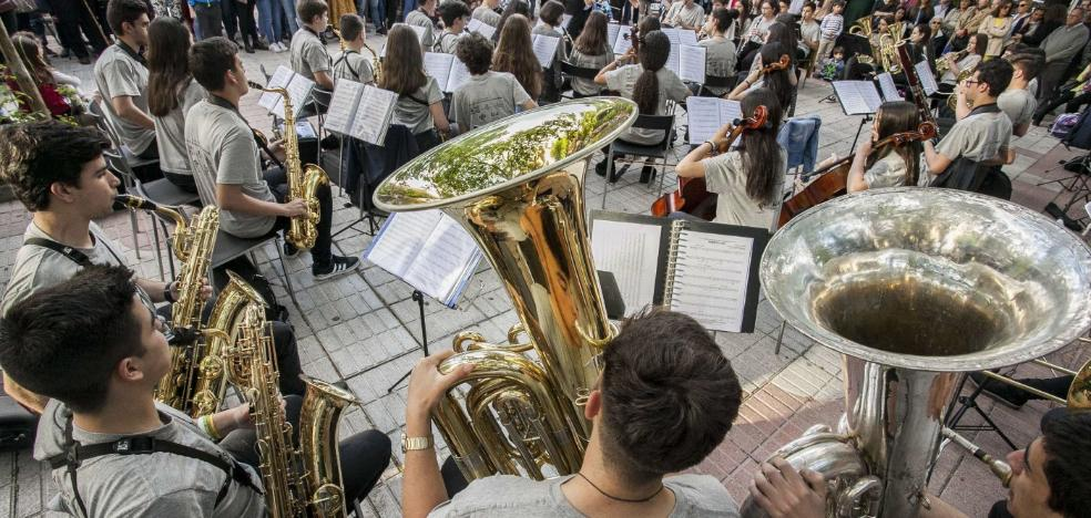 Más de cien aspirantes para una docena de plazas en el Juan Vázquez