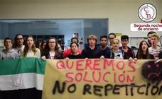 Varios estudiantes pasan su segunda noche encerrados en el campus de Badajoz