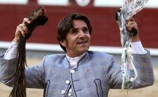 Ventura hace historia cortando un rabo a un toro de la ganadería extremeña de Los Espartales en Las Ventas