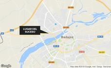 Tres heridos leves en la colisión entre un coche y una moto en la avenida de Elvas en Badajoz