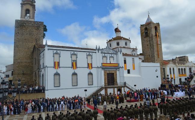 Más de 300 personas juran la bandera española en Fregenal