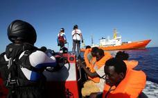 La Junta se ofrece al Gobierno para colaborar en la acogida de los migrantes del 'Aquarius'