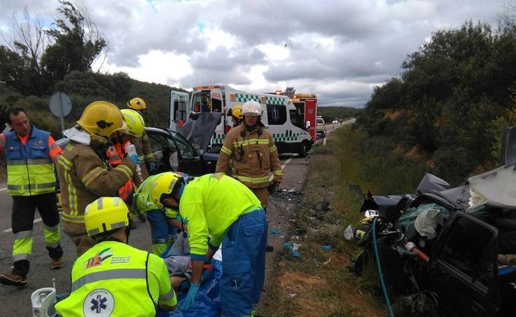 Tres heridos en una colisión frontal en Deleitosa