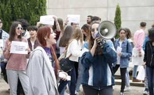 Los estudiantes rechazan la dimisión del vicerrector de Estudiantes de UEx por su trato «extraordinario» con los afectados