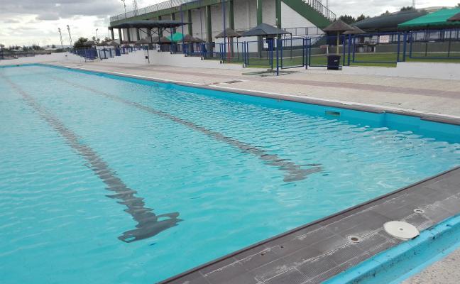 Este viernes abrirán la piscina de Almendralejo, pero volverán a cerrarla el lunes