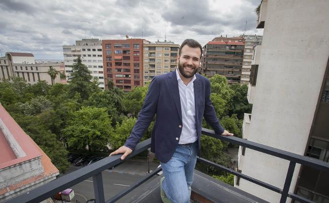 Luis Salaya: «Recojo el reto de que tengo que ser un político más conocido»